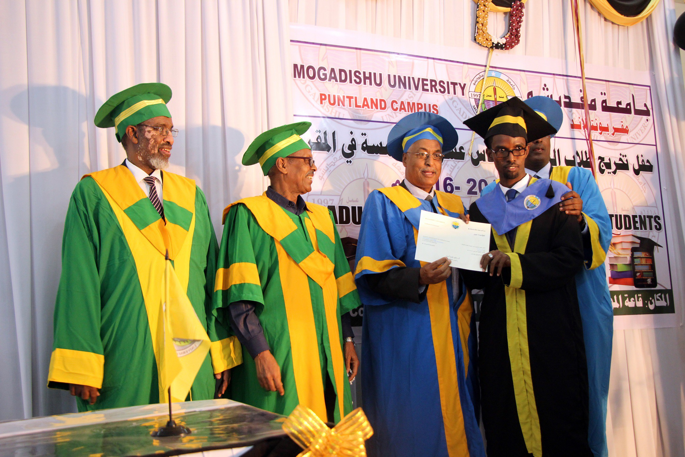 professor qaadi ahmed Ahmed abdilahi aet iyo wiilal kale, marki aanu mawduuci la noo diray rogrognay ayaan fikirka ku kala duwanaanay professor cabdisalaan yaasin oo si adag ula.